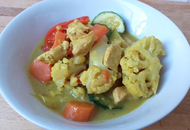 zöldséges curry csirke kókusztejjel
