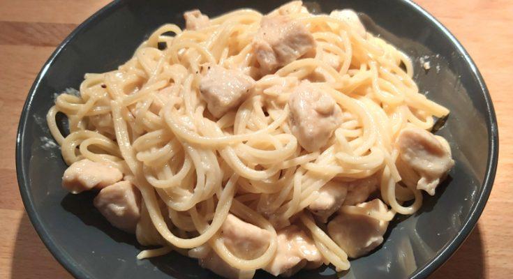 alfredo csirke, fokhagymás, parmezános tejszínes csirkés tészta