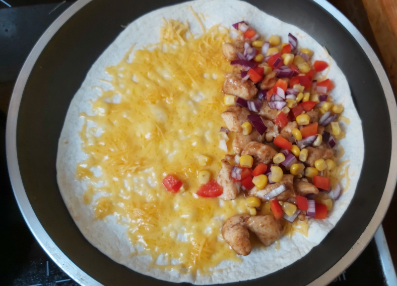 csirkés quesadilla összeállítása