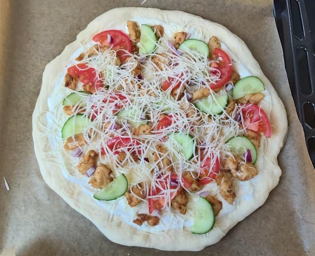 gyrosos pizza sütés előtt