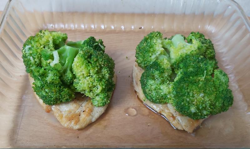 brokkolis sajtos csirkemell összeállítása1