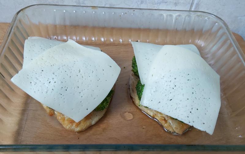 brokkolis sajtos csirkemell összeállítása2